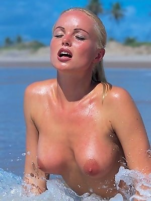 Sexiest blonde babe Silvia Saint shows her ass on the beach